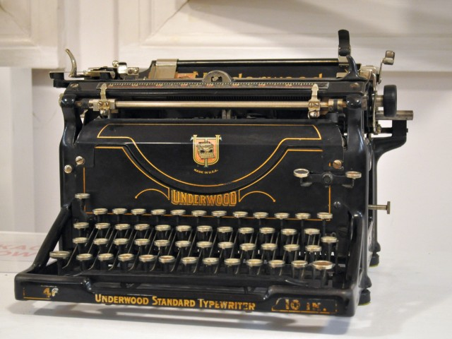 Typewriter_-_Underwood_typewriter_-_Kroton_001