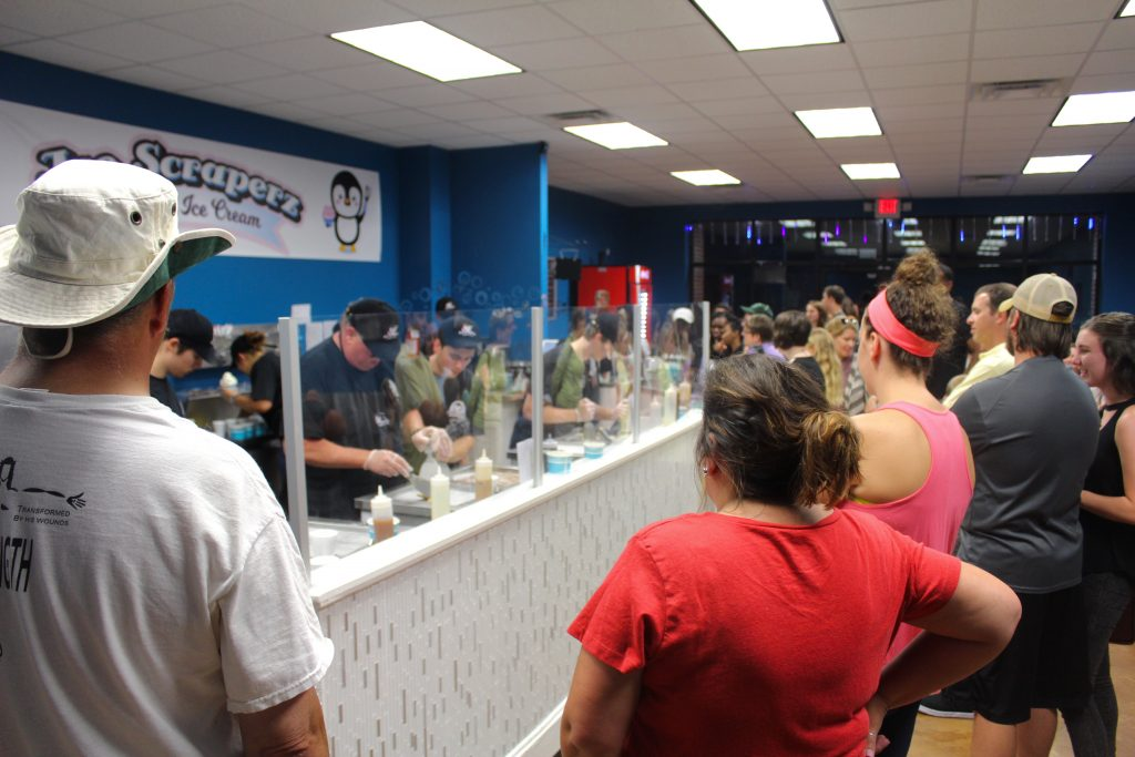 customers-wait-at-ice-scraperz-for-rolled-ice-cream