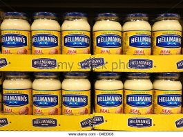 jars-of-hellmans-mayonnaise-in-a-uk-supermarket-d4edc8